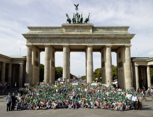 1200 Personen am Brandenburger Tor